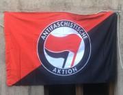 Antifaschistische Aktion halb halb Rot groß - rot / schwarz -